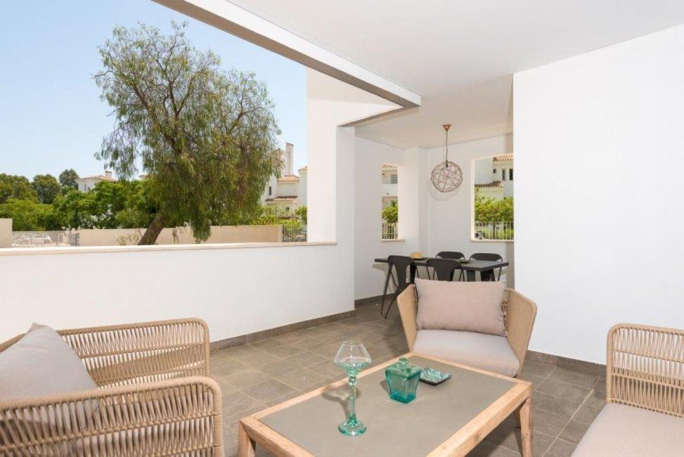 viviendas-en-venta-marbella-grupo-insur-casas-urbanizacion-los-naranjos-marbella-terraza-01