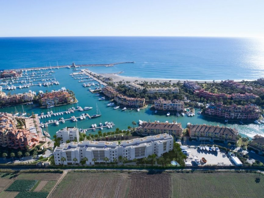 A1_Pier_apartments_Sotogrande_aerial