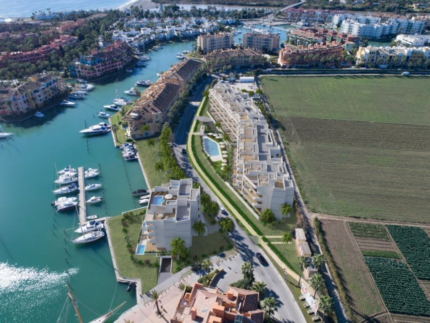 A6_Pier_apartments_Sotogrande_aerial