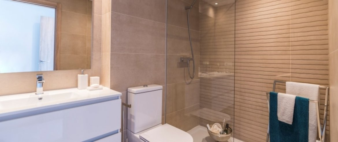 B6_Sun_Valley_apartments_Cala Resort_bathroom_Sept 2019
